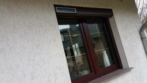 Solarrollladen Bubendorff ID2 SOLAR Vorbaurollladen Funk Kasten 2x20 - Bild: solarrollladen-fenster.jpg